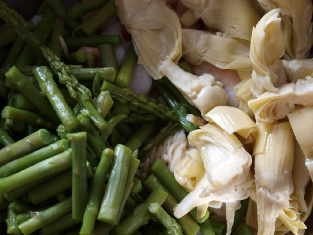 Shrimp and Asparagus Salad - createwithclaudia.com