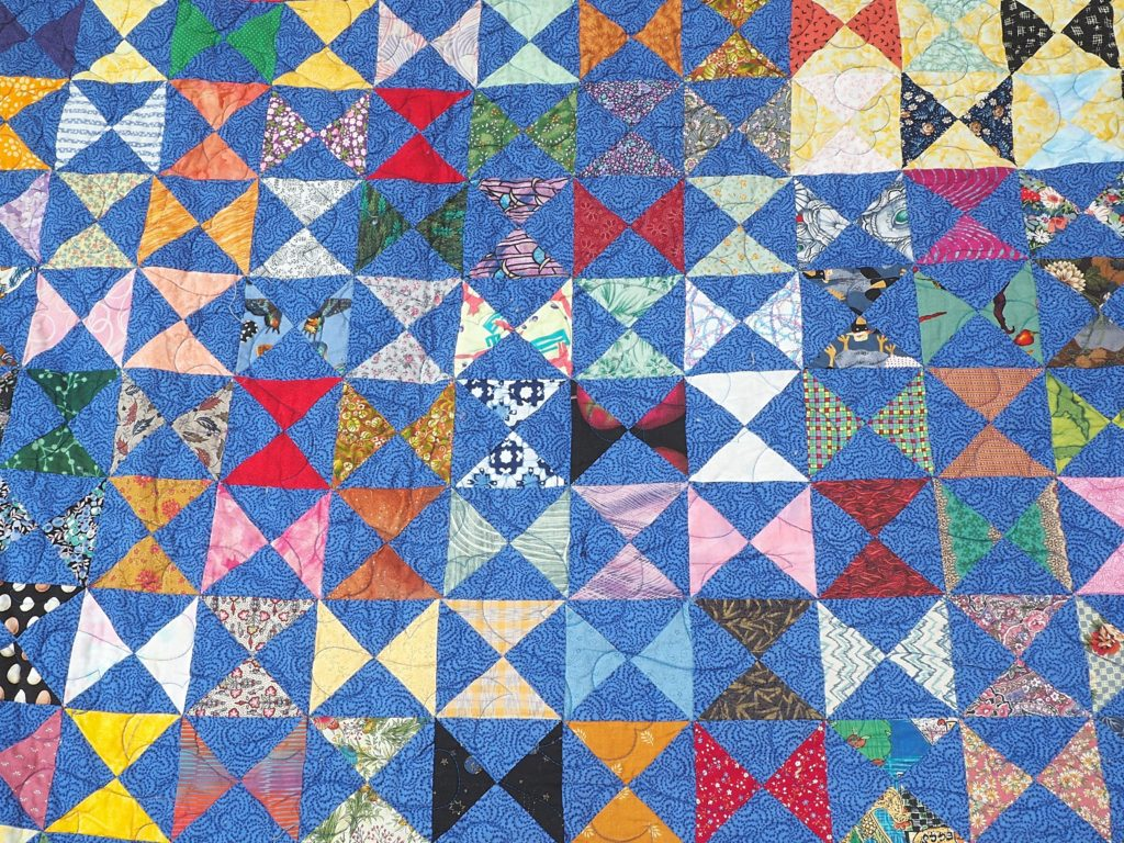 Make your quilting fun with this liberating and unique way of making a scrap quilt.  It's easy with the Paper Bag Method. Free quilt pattern included. - createwithclaudia.com