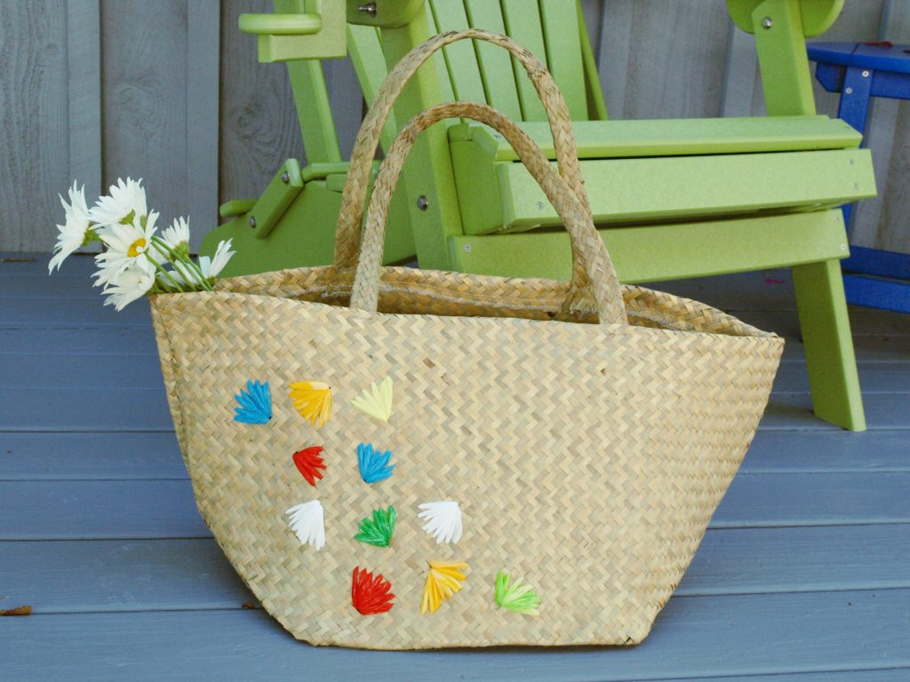 Learn how to embellish a straw tote with plastic bags using this easy DIY tutorial.
